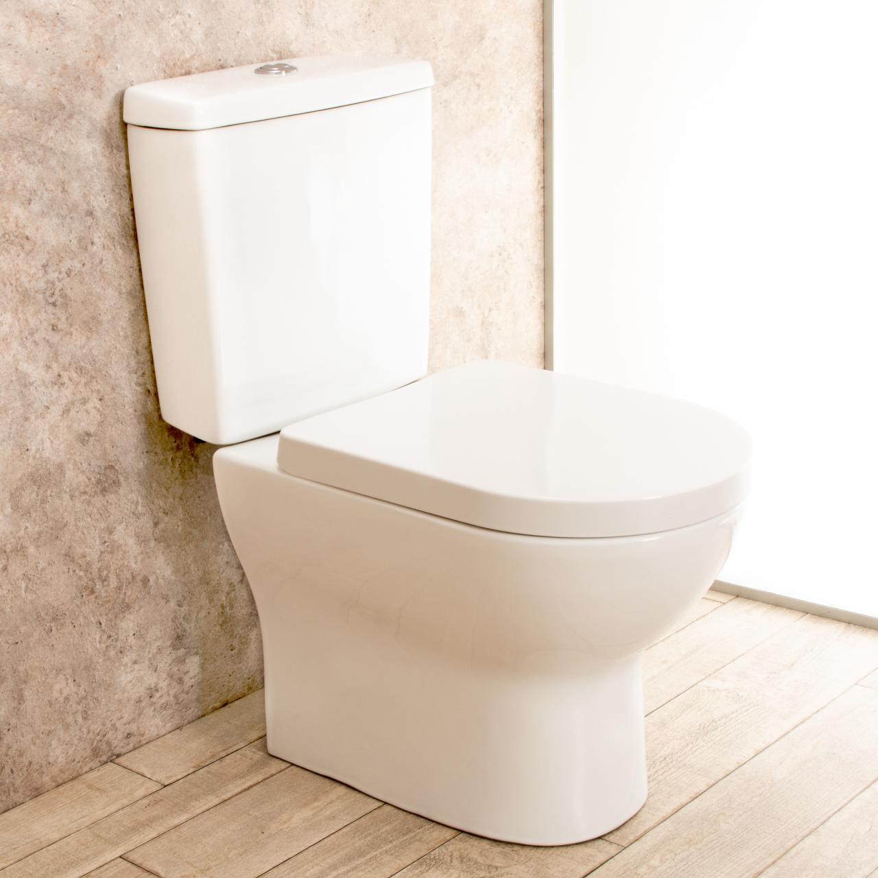 WC con cassetta esterna Comfort e scarico a muro